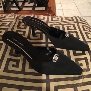 Black heels by Gloria Vanderbilt
